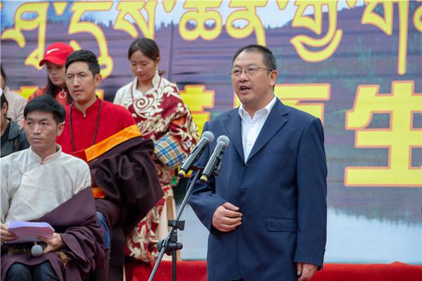 2、中共雅江县委书记刘宗建宣布松茸节开幕 摄影 刘斌.JPG