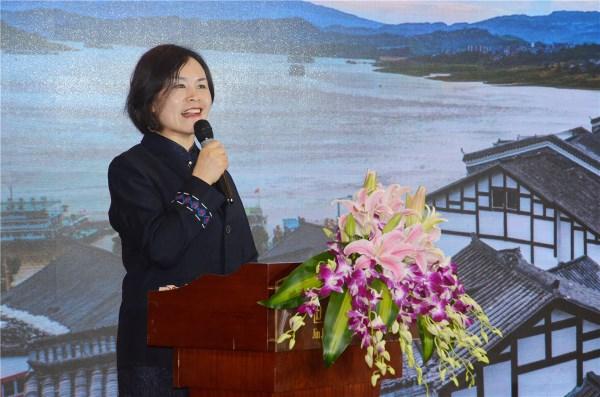 石柱县文旅委主任李明翠宣布2019年组团奖励政策.JPG